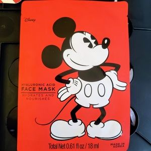 Makeup - 6 Face Mask & 1 Lip Balm all Mickey Mouse